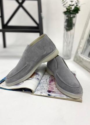 Трендовые замшевые ботинки лоферы