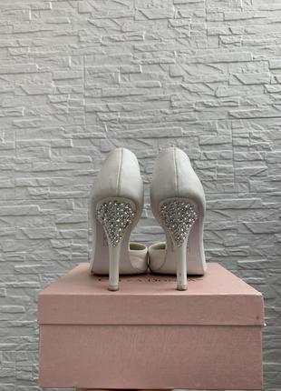 Белые туфли с камнями свадебные лодочки