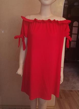 Платье красно, свободное