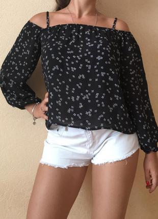 Шикарная блуза на плечи с открытыми плечами