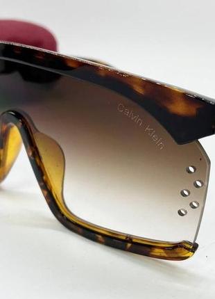 Calvin klein очки женские солнцезащитные полуободковая черепаховая маска
