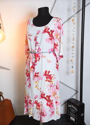 Яркое платье в крупные цветы