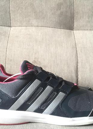Продам спортивные кроссовки adidas hyperfast 2.0