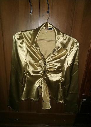 Блузка золотистого цвета