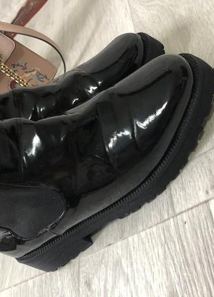 Лаковые осенние ботинки челси