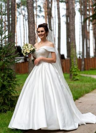 Королівське весільне плаття