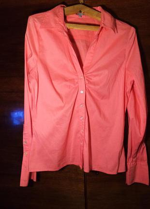 Ярко-розовая рубашка