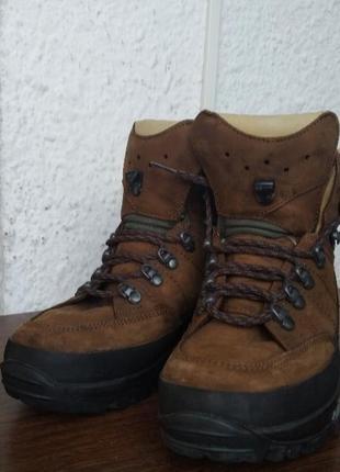 Треки, трекінгове взуття