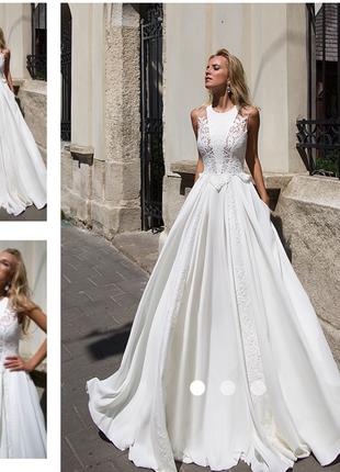 Неймовірно витончене плаття для нареченої