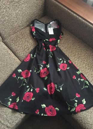 Красивое платье в розах