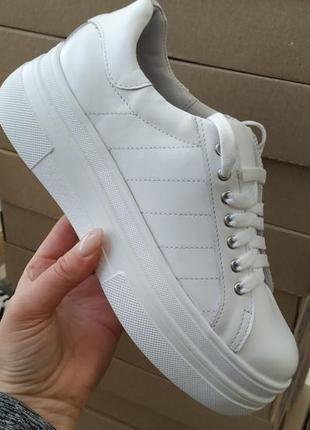 Кожаные белоснежные кроссовки, размер 36.