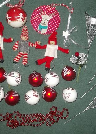 Набор новогодних игрушек и человечков + подсвечники