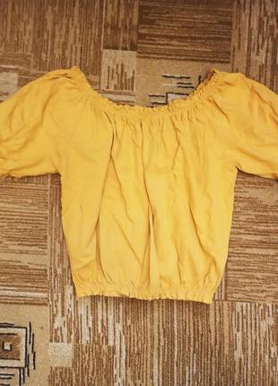 Оранжевый горчичный укороченный топ/футболка с объемными рукавами на плечи