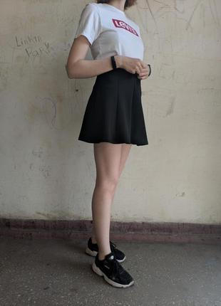 Короткая базовая юбка чёрного цвета stradivarius, юбка колокольчик, юбка солнце клёш