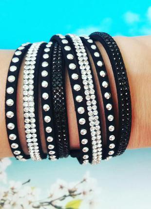 Красивые браслеты из экокожи со стразами и заклёпками
