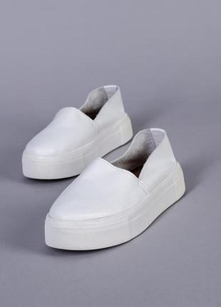 Белые кожаные слипоны белые