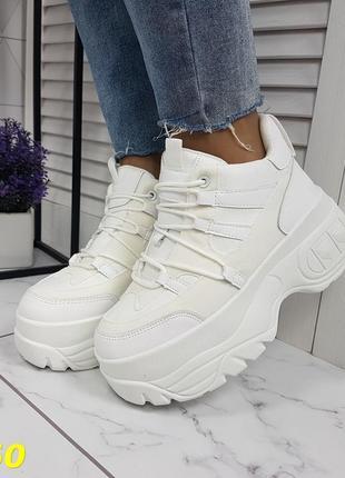 Кроссовки на высокой платформе белые буффало