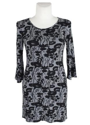 Трикотажное черно-серое платье с длинным рукавом