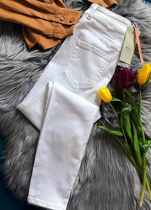 Белые джинсы на высокой талии  only