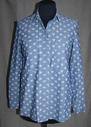 Нарядная блуза с цветочным принтом на кнопках