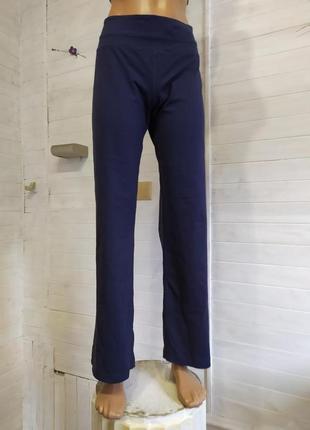 Плотные эластичные спортивные штаны, кармашек в поясе, ластовица есть