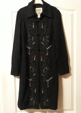 Пальто шерсть-віскоза, з вишивкою і оригінальними гудзиками