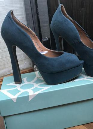 Суперские туфли на каблуке с открытым носком