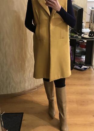 Жилет пальто желтое