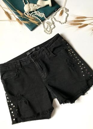 Новые чёрные джинсовые шорты с высокой талией с заклепками