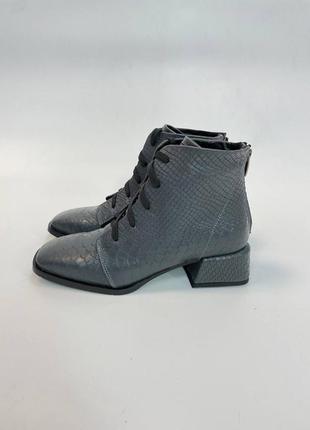 Ботинки кожаные с тиснением под рептилию квадратный носок на шнуровке