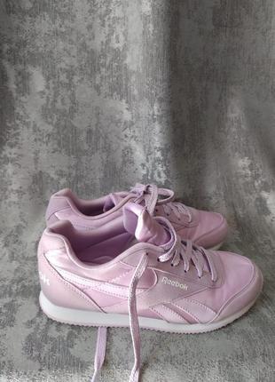 Лавандові кросівки