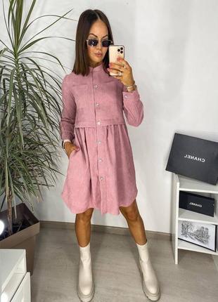 Короткое стильное вельветовое платье на длинный рукав и пуговицы