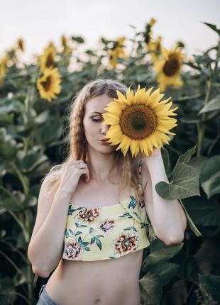 Топ в подсолнухах в цветочек кроп топ