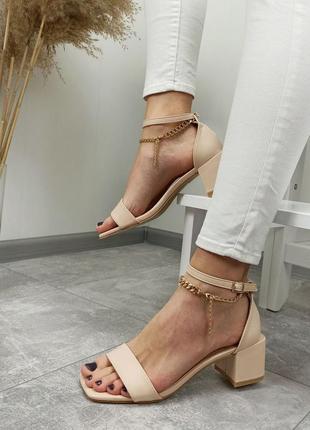 Босонжки на каблуке