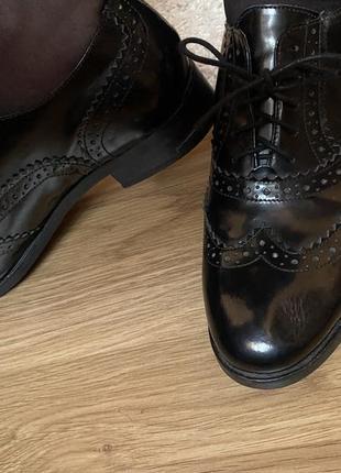 Лаковые чёрные женские туфли,броги,дерби,оксфорды на шнурках bata