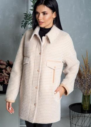 Шикарное пальто , люкс качество,с воротником, размер 50.