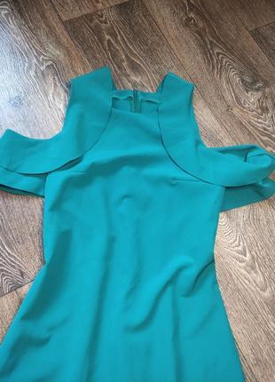 Красивое ярко зелёное платье, открытые плечи. размер s.