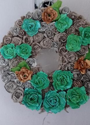 Декорированный венок из роз
