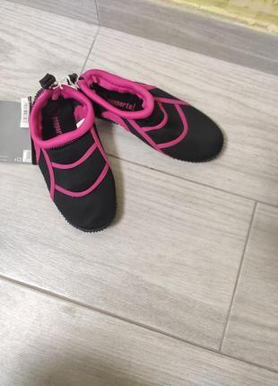 Взуття для плавання