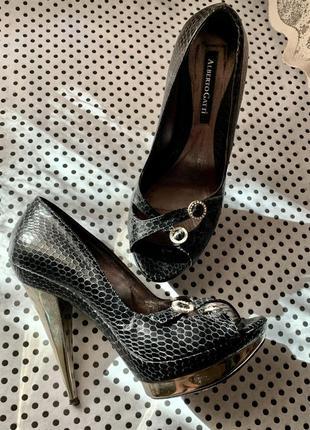 Итальянские оригинальные кожаные открытые туфли {босоножки} размер 39