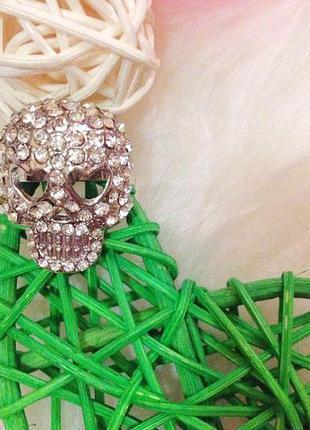 Кольцо,перстень с камнями череп с сердечками