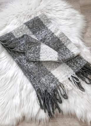 Серый с белым теплый шарф