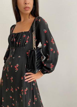 Чёрное платье в цветочный принт