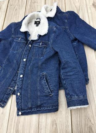 Стильная актуальная джинсовая куртка h&m zara asos джинсовка с мехом шерпа тёплая тренд