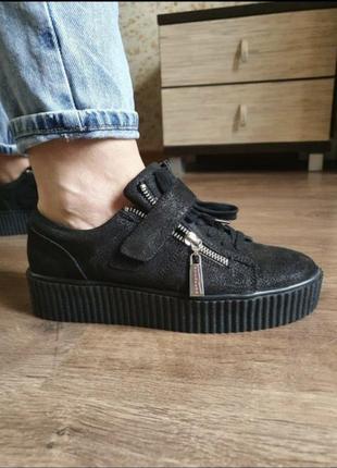 Стильные фирменные кроссовки размер 37, натуральная замша