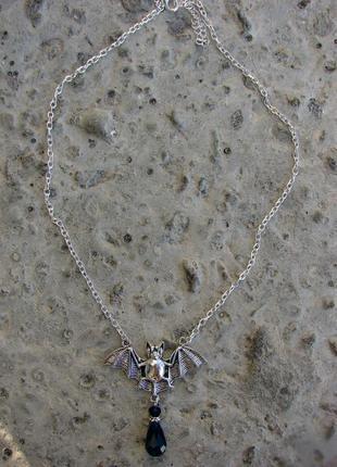 Кулон с летучей мышкой ожерелье в стиле готик с черными камнями хеллоуин. цвет серебро2