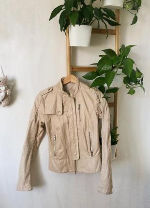 Бежевая кожаная куртка. косуха