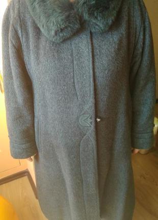 Зимнее натуральное ламовое пальто с натуральным воротником
