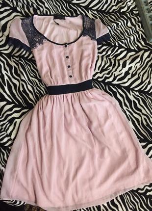 Нежно розовое платье нарядное с шифоном и кружевом
