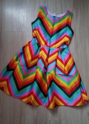 Яркое, классное платье